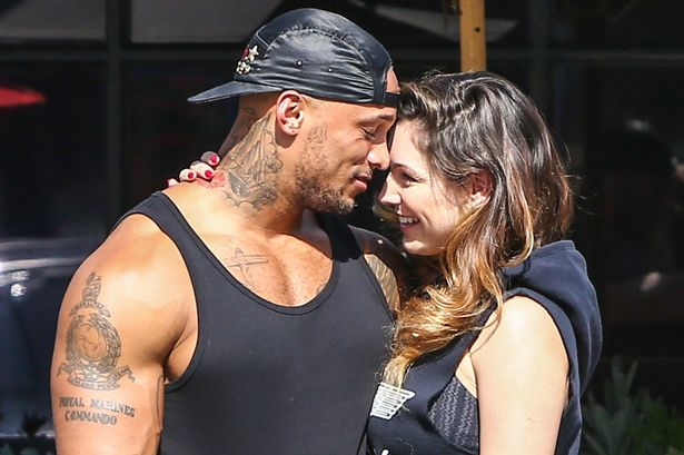 Kelly-Brook-and-David-go-hiking