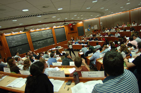 full_1322870765640px-Inside_a_Harvard_Business_School_classroom